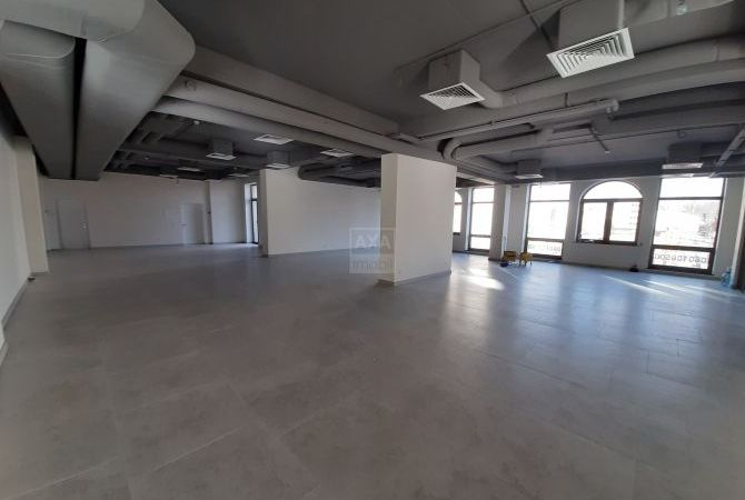 Center,  street  Petru Movila